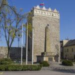 Miejskie mury obronne Krapkowic wieża przybramna