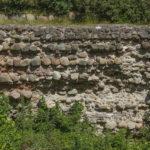 Zamek w Przezmarku, obmurówka fosy