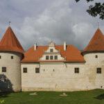 Zamek w Bausce baszty artyleryjskie