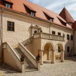 Zamek w Bausce dziedziniec renesansowy