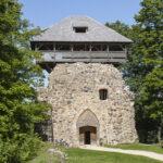 Zamek Sigulda wieża Gauja